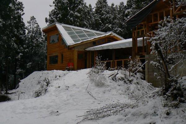 Casa y refugio bajo nieve, invierno 2014
